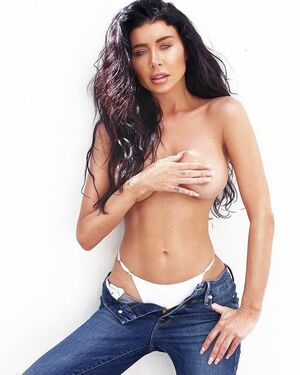 You can never own to much denim... or white thongs 😎  @goodamerican #goodsquad  Shot @yasminekateb