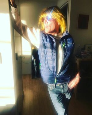 When friends swoop and help you take care of business. #knightinshiningyellowwig @chrisgriffin7408 #mymaceman #friendsforlife 💛