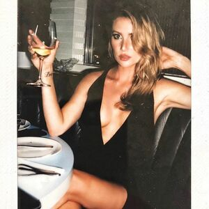 Happy New Year from me, this glass of champagne, this grainy Polaroid & my horoscope that said 2018 will be better than 2017 😝