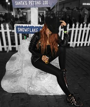 """What did everyone do last night?! Are you hurting today? 😜 This chick isn't 🙌🏻 Went to the OC winterfest and loved me some Fire Cider ( fire whiskey and apple cider ) while ice skating and sledding. Absolutely love @1stphorm Remedy for hangover prevention ! I feel like a f*kn rockstar today EXCEPT for the fact that they didn't countdown to 12 and fireworks came 10 minutes after midnight hit 😂 We looked down at our phones and was like """"Oh. Well happy new year I guess"""". 😩 You had one job OC Winterfest ! Happpppppy 2018 everyone ! ❤️❤️❤️"""
